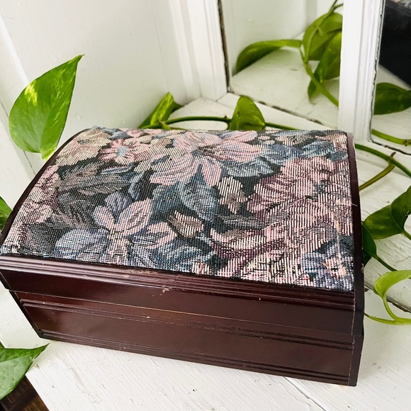 🆑FINALPRICE Vtg Tapestry Floral Wood Jewelry Box